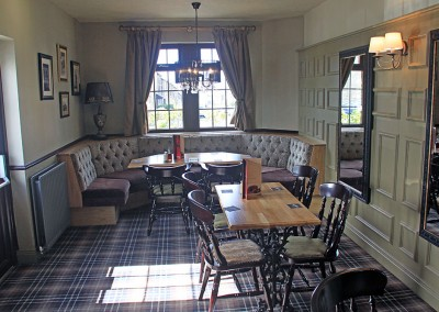 the_waggon_inn_interior_03